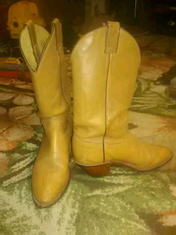Tan leather boots fd7b4dbc-dff1-4fdc-9be5-9fdae3d77d47
