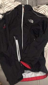 North face waterproof jacket medium Surrey, V4N