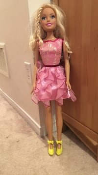 girl doll in pink dress Mississauga, L5M 0H2