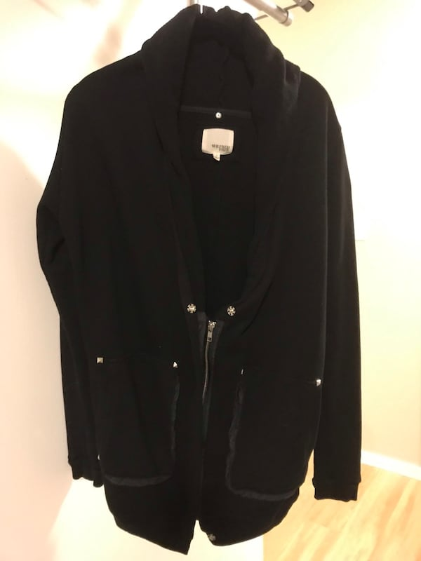 Aritzia Wilfred cozy zip-up size small f0060a84-20fc-443f-95dd-7200ca1acee7