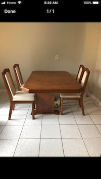 Beautiful dining set in great condition. Moving Sale ! Price is negotiable.  Mississauga, L5N 6W3