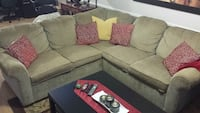 Couch Mississauga, L5N 7P3