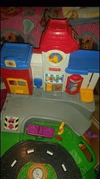 FISHER PRICE LARGE TRACK/GARAGE REALISTIC SOUNDS 379 mi