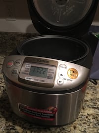 grey and black Zojirushi slow cooker