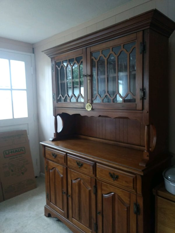 China Cabinet (Hutch style) Solid wood Golden brown finish c620ac01-933a-42f5-8504-62801a2876ba