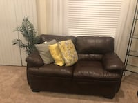 Couch and Love seat set Bakersfield, 93313