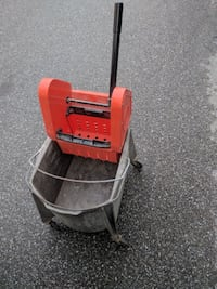 Mop Bucket with Wringer, used
