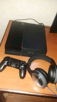 black Sony PS4 console with controller Surrey, V3W 5V1