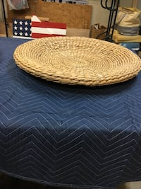 Round wicker basket/bowl