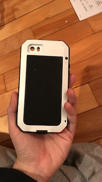 White and black phone case iPhone 5  Montréal, H1S 1C3