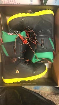 black-and-yellow Burton snowboard boots with box Annandale, 22003