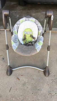 baby's white and green swing chair Aurora, 80017