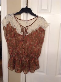 Ladies sz XL brown chiffon blouse with floral pattern by JOLT Hudson, 28638