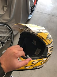yellow and white full-faced motorcycle helmet Winnipeg, R3Y 0J3