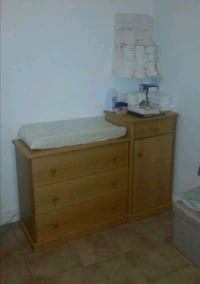 Selling my crib, and changing table.  Toronto, M9N 3B3