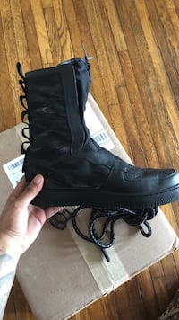 unpaired black lace-up shoe with box
