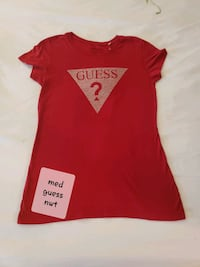 Med authentic Guess red t shirt perfect for V.day Westampton, 08060