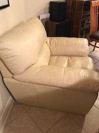 Cream leatherette sofa chair  Vaughan, L4L 5K8
