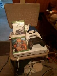 Xbox 360 console with controller and game cases Sudbury, P3E 4Y9