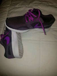 black-and-purple Nike running shoes Moline, 61265