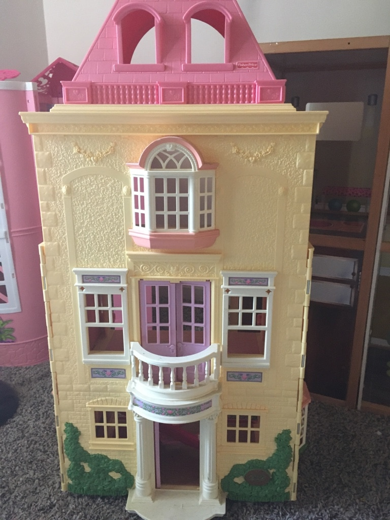 Photo Fisher Price Doll House Childs play room or Daycare