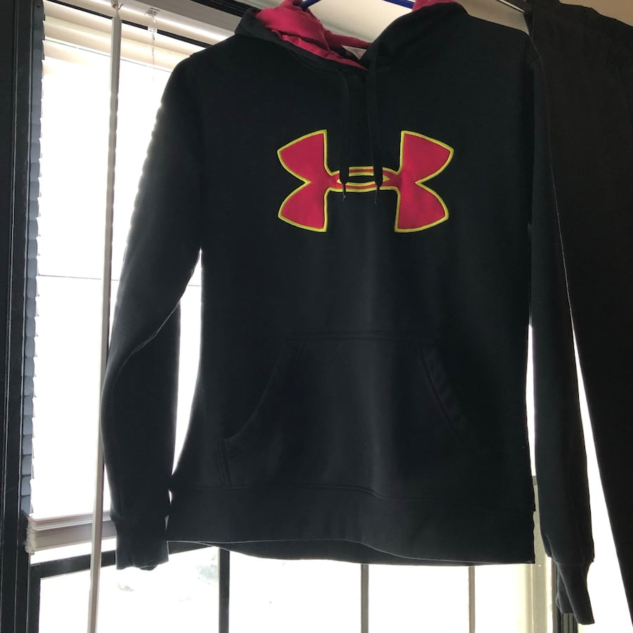 Under armour hoodie size small womens