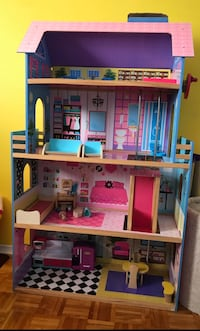 4 foot doll/Barbie wood house with elevator.. perfect condition.. barely used .. paid 120.00 .. pick up only .. Montréal, H1T 2V8