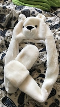 Child's polar bear hat BRAND NEW NEVER WORN  Brampton, L6R 1C9