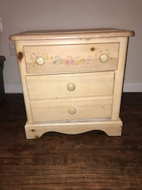Small wooden night stand  San Antonio, 78232