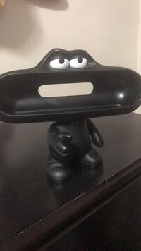 Beats pill dude stand London, N6K