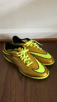 Gold and Lighting Green Indoor Soccer Shoes M Size 9 (BRAND NEW) Quantico, 22134