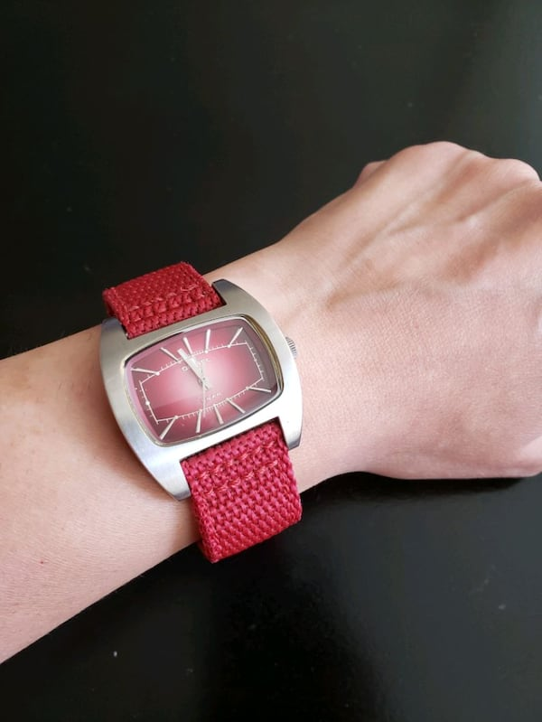 Diesel Watch DZ-2052 solid stainless steel Red Can 3d78b2ff-f2f1-404f-9b5f-40c8c70cf207