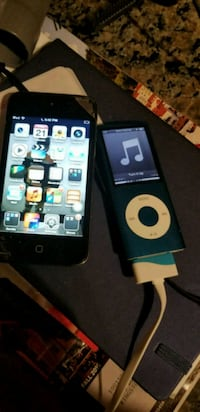 2 iPods working one with broken glass  Kingston, K7P 2V3