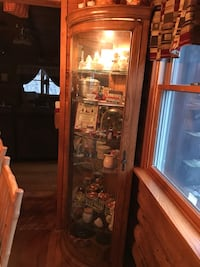 Lighted curio cabinet excellent condition Woodsboro, 21791