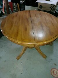 Round oak table North Kingstown, 02852