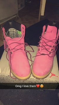 pair of pink work boots with box Amsterdam, 12010