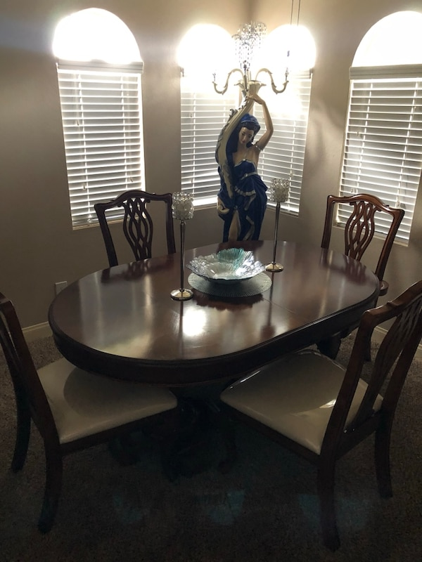 Dining room table and six chairs two leaves  a0e8308c-3c14-4396-a925-ff8293967138