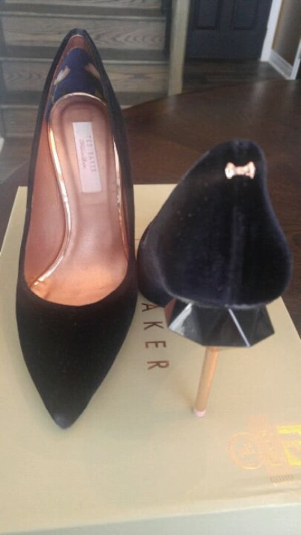 Ted Baker Pin Stiletto Mid Heel Court 10299db2-7ce9-49c9-af41-f2fe1824b60a