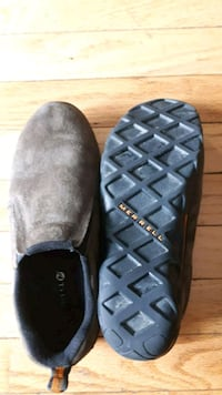 Merrell suede shoe boys size 5 US. Excellent condition  Mississauga, L5M 8A2