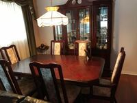 Beautiful dining room set. pristine condition with side cupboard. MISSISSAUGA