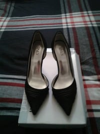 pair of black pointed-toe pumps Surrey, V4N 2B5