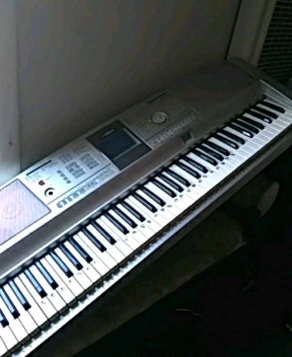 Wspaniały Used Yamaha Portable Grand DGX-305 for sale in San Leandro - letgo ET62