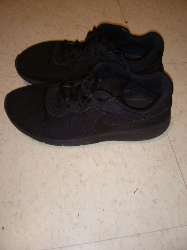 Nike running shoes size 7 81b0fb89-2b6f-487c-a668-4bb898e88689