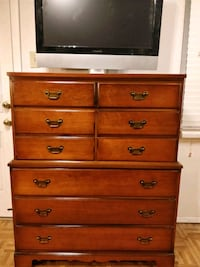 Nice solid wood DIXIE chest dresser with big drawe Annandale, 22003