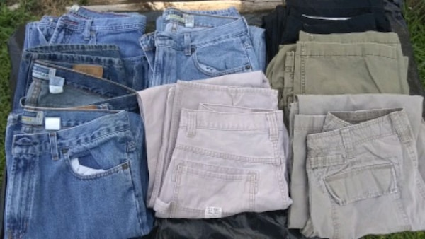 8 pair guys old Navy pants 33-32 various stykes 977dd76f-1a7f-4008-a73d-ab74bd8a2848