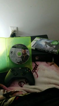 Xbox 360 with 4 games and one controller I want it Toronto, M6H 4E9
