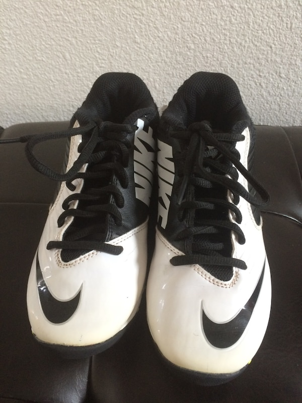 finest selection 4afb8 f42dc Used Boys Nike Vapor Shark Football Cleats Size 2 for sale in Houston -  letgo