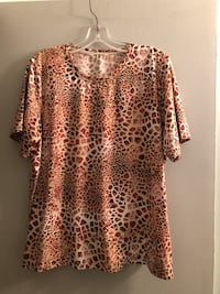 PRICED TO SELL!  XL up to 1X plus size stretchy short sleeved top