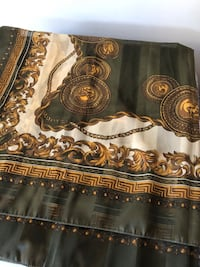$4 oblong fancy elegant scarf see pictures if posted it's available excellent condition  Burnaby, V5E 0A4