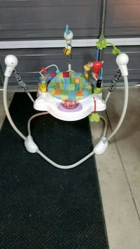 baby's white and green Fisher-Price jumperoo 2222 mi